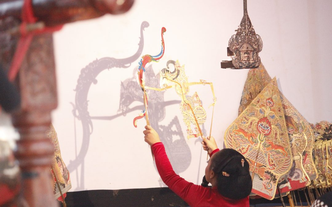 Menampilkan lakon Warastra Siswa Tama, Dyah Ayu Kusumaningtyas dinobatkan sebagai Dalang Bocah Mumpuni.